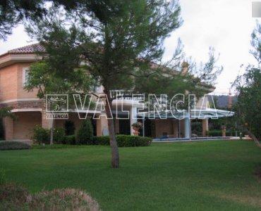 Вилла в урбанизации Los Monasterios