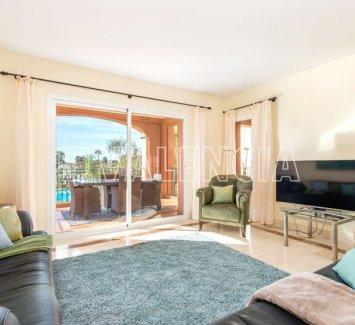 Светлая квартира рядом с Порт Адриано